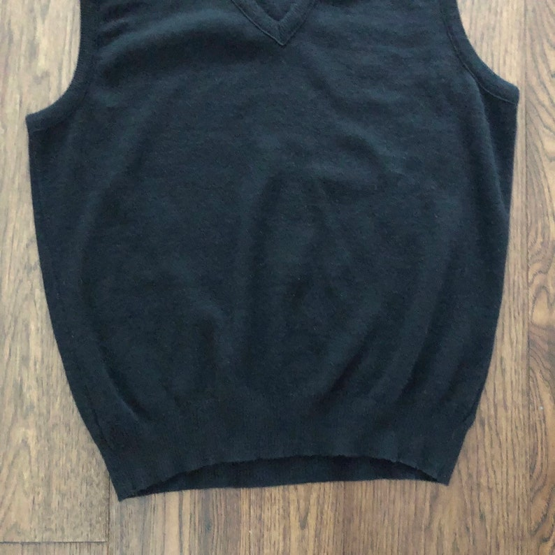 Made in Canada Vintage 80s Black Knit Sleeveless V-Neck Sweater Size XL