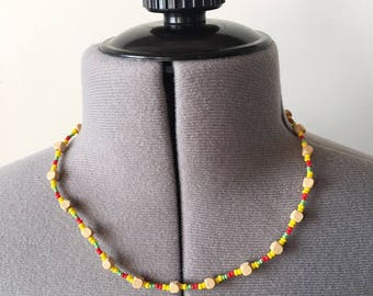 Vintage 90s Beaded Necklace, Wood Bead Necklace, Yellow Red Green Necklace, 90s Jewelry, Boho Jewelry, Hippie Jewelry