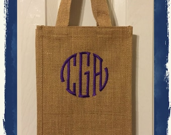 Personalized Double Wine Tote with 3 Initials in Fishtail Monogram Font