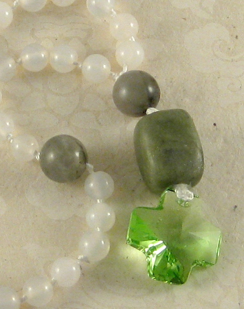 Bright Green  serpentine white agate African bloodstone image 0