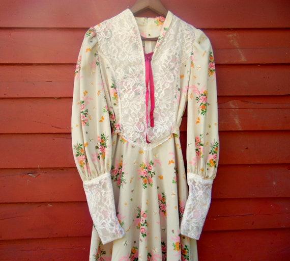 70s/80s Does Victorian Floral Cream Prairie Maxi L