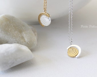 Globe Necklace in Silver/ Gold. Collar Bone Necklace. Planet Layering Necklace. Birthday Gift (PNL-107)