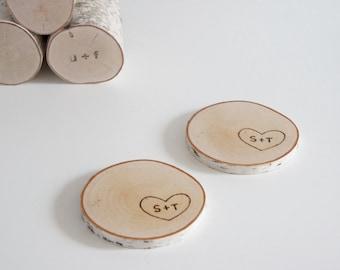 sous-verres en bois bouleau naturel personnalisé - lot de 2, cadeau de la Saint-Valentin, coeur et initiales, dessous de verre pour deux, cadeau pour couple