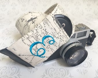 Personalized DSLR Camera Strap, Padded with Lens Cap Pockets, Personalized, Nikon, Canon, DSLR Photography, Photographer - Maps with Ruthie