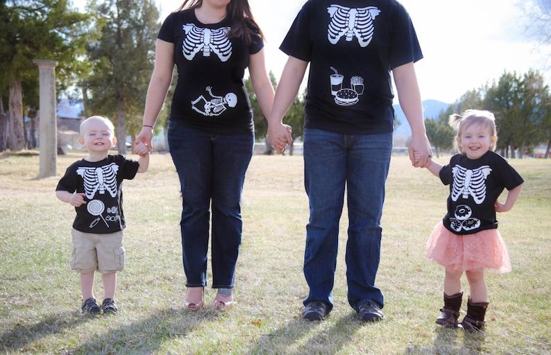 Photo de famille squelette pour halloween | A découvrir sur le blog : keepcoolnewmom.com