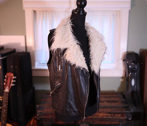 Faux leather vest with faux fur collar S