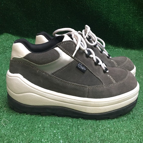 70db8b03956 SZ 7 90s Platform Candies Sneakers in Grey   White