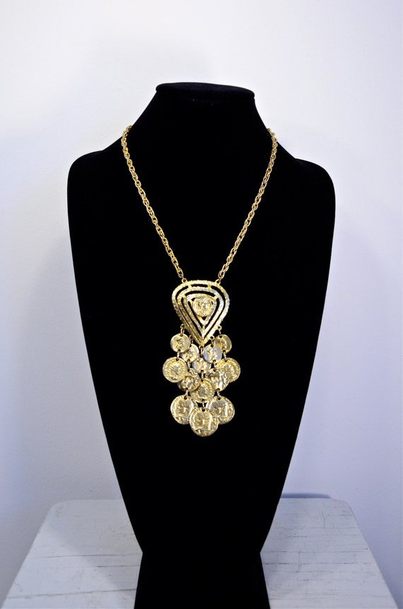 60s Charming Gold Hammered Coin Pendant Necklace