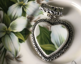 Stunning Heart Shaped Trillium Broken China Pendant