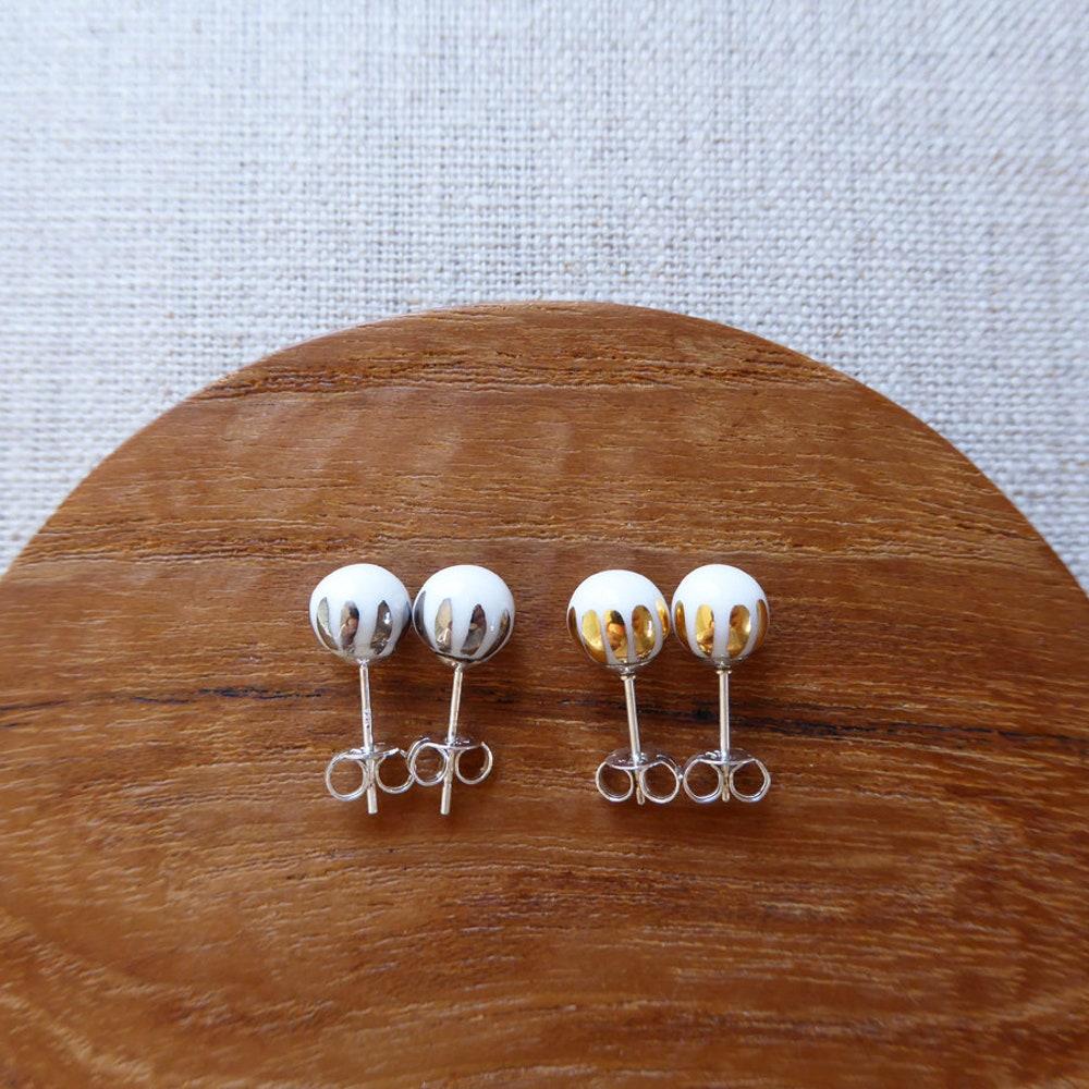 Luster Crown Round Stud Earrings Since2012 image 0