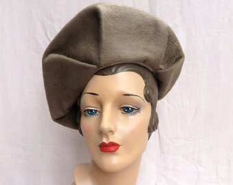5093850211a Vintage 1940 s Taupe Wool Felt Large Beret Style Hat