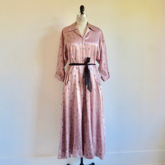 Vintage 1940's Dusty Pink and Black Satin Rayon Fl