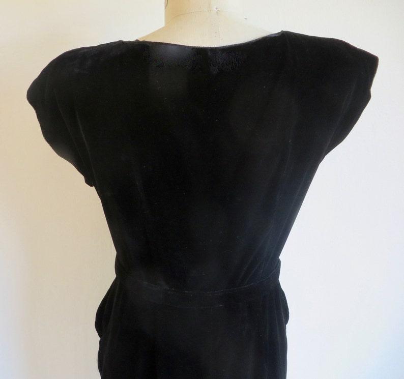 Vintage 1950/'s Black Rayon Velvet Wiggle Dress Rhinestone Studs Trim Sheath Style Cocktail Party Formal Rockabilly 30.5 Waist Medium