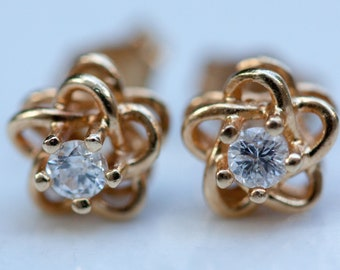 Estate 14k Solid Yellow Gold Flower and .20 Total Diamond Carat Weight Studs Pierced Earrings