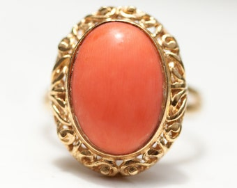 Vintage Delicately Carved Lacey Filigree Setting Natural Coral Cabochon Ring in 18k Solid Yellow Gold, Size 5
