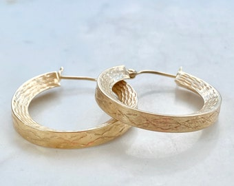 Vintage 14k Gold Hoops, One Inch, Etched Design, Snap Closure, Engraved, Gift for Her, Classic Style, Yellow Gold Earrings, Fine Jewelry