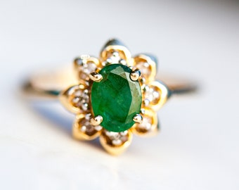 Emerald Diamond Halo Flower Engagement Ring in 14k Solid Yellow Gold, Size 7/ Engagement Wedding / Gift for her / May Birthstone / Green Gem