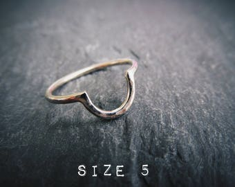 Curved Wedding Band Solid 14K White Gold. Rustic Minimal Simple Dainty Hand Forged Hammered Texture. Size 5. Ready To Ship!