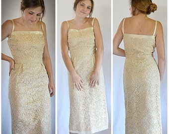 Vintage 1960s Heavy Ivory Guipure Point de Venice Lace and Satin Wiggle Dress Formal 28 Inch Waist
