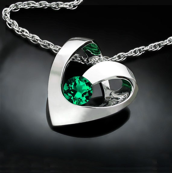 Emerald heart necklace, Valentine's day jewelry, May birthstone heart pendant - 3401