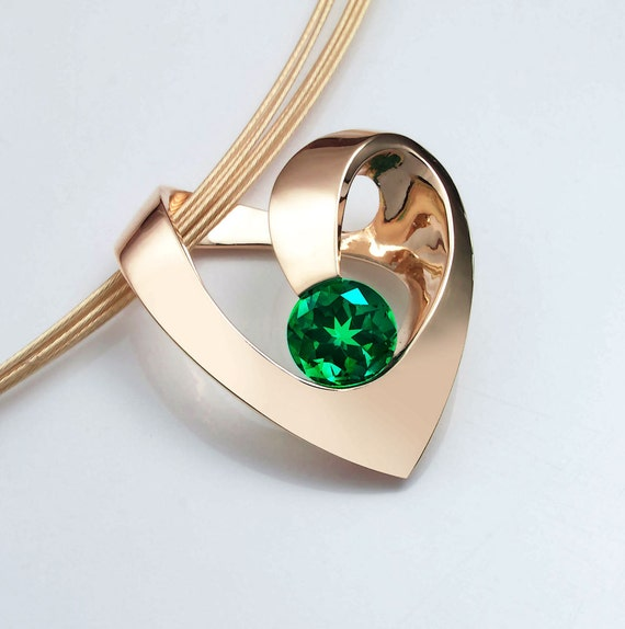 14k gold emerald heart pendant, May birthstone, Chatham finest quality lab created emerald -3401
