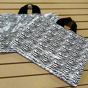 20 Pack Frosted Soft Loop Handle Bags BOUTIQUE CHIC 5 x 6 in.