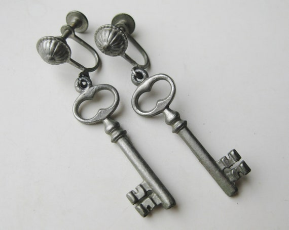 Vintage 50s Novelty Skeleton Key Drop Dangle Screw
