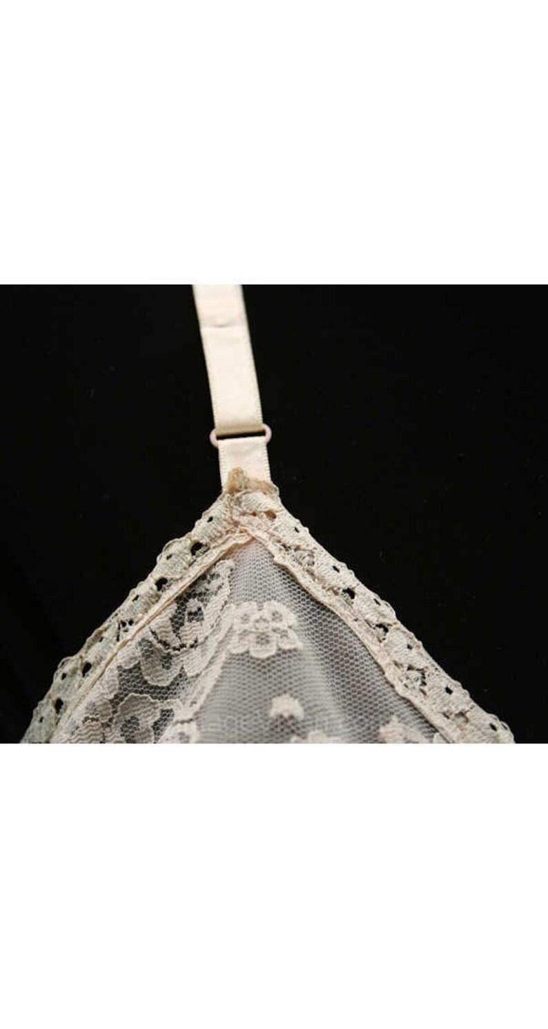 Elegant Classic Fleshtone Slip with Floral Lace Size 4 Beige Full Slip Bust 33.5-39952-1 1970s Neutral Full Slip Vanity Fair