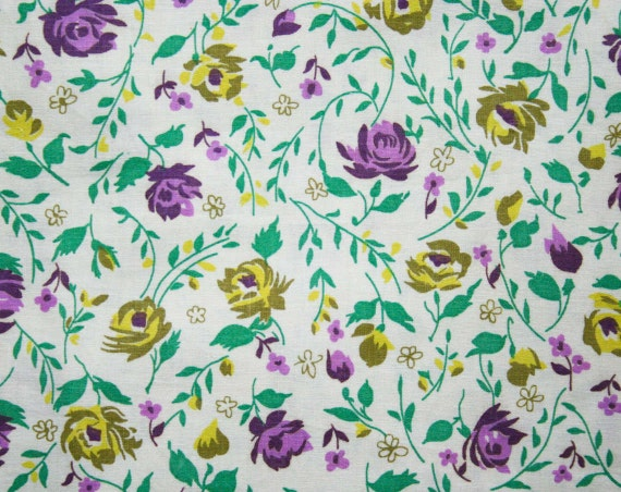 373a0253e64 50s Floral Cotton Fabric 2.86 Yards x 35.5 Inches Purple