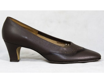 Size 7 Brown Shoes with Cutwork Scallops - 1950s 1960s Chocolate Mocha Leather Heels by Cotillion - 60s Unworn NOS Deadstock - 7B Width