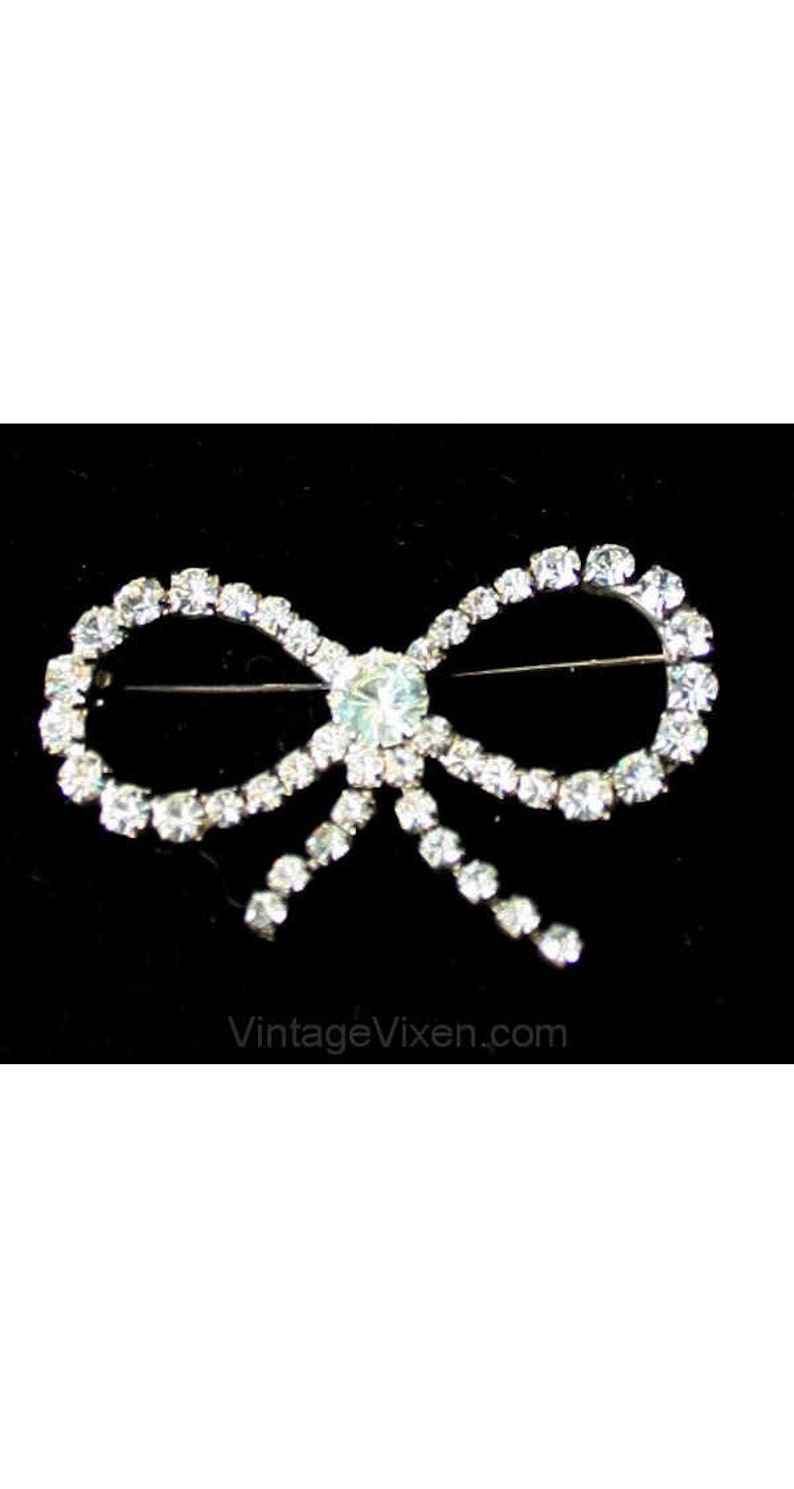 Silvertone 1950s Brooch Glamour Starlet Silver Metal Charming Pin 39052 Mint Condition Charming Rhinestone Bow Pin 1930s Look
