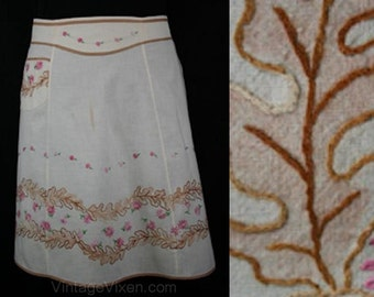 Size Medium 1940s Artisan Style Apron with Oak Leaves Embroidery - Purple Floral Motif - Homespun Style - 40s Half Apron - 30506-1