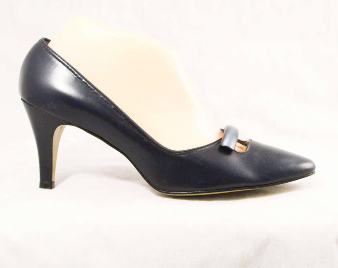 06407c997d8a3 Size 8 Navy Shoes - Unworn 1950s 1960s Dark Blue Heels - 60s Deadstock -  Leather with Sleek Modernist Trim - by Cotillion - 8 B Width