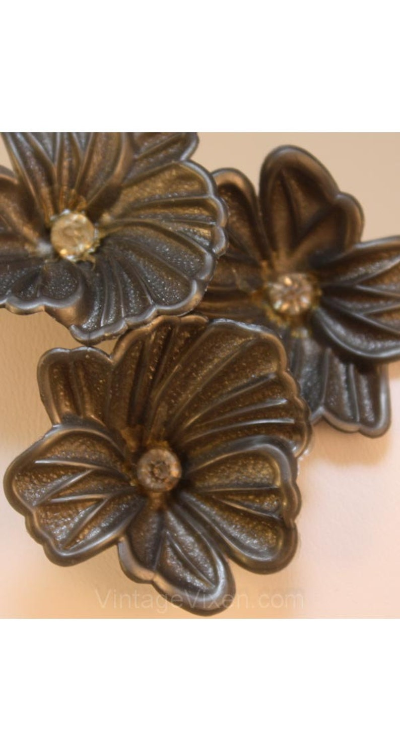 34796 New-Old Stock Spring Gray Plastic 1950s Classic Blooms Dimensional Clip Earring Flamboyant 1950s Pewter Gray Flower Earrings