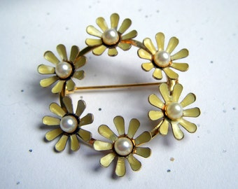 Yellow Daisy Brooch with Pearls