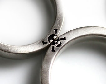 2a91445959 Skull wedding ring bands, promise ring for couple - Love you to death set  for 2, Engagement ring styles with Heart and Skull Matching bands
