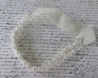 Pearl bridal garter . Beaded pearl Wedding garter, pearl and lace garter
