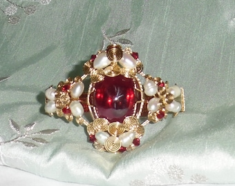 Natural 106 ct Cabochon Red Topaz gemstone & Pearls, 14kt yellow gold Bangle Bracelet