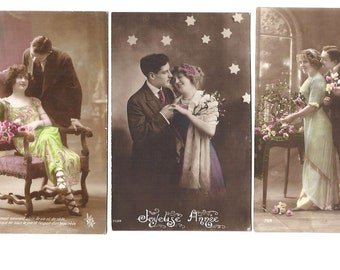 4 LOVE COUPLE Vintage postcard set from flea market in PARIS - From early 1900s