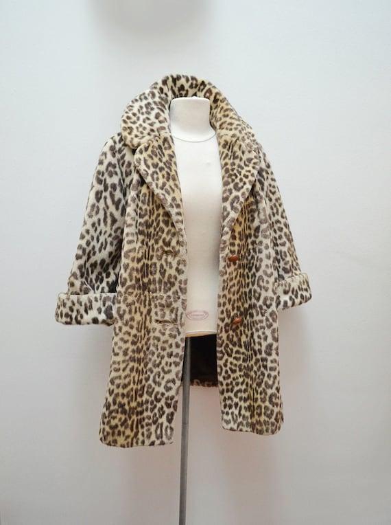 1950s 60s Leopard print faux fur cuffed mid length