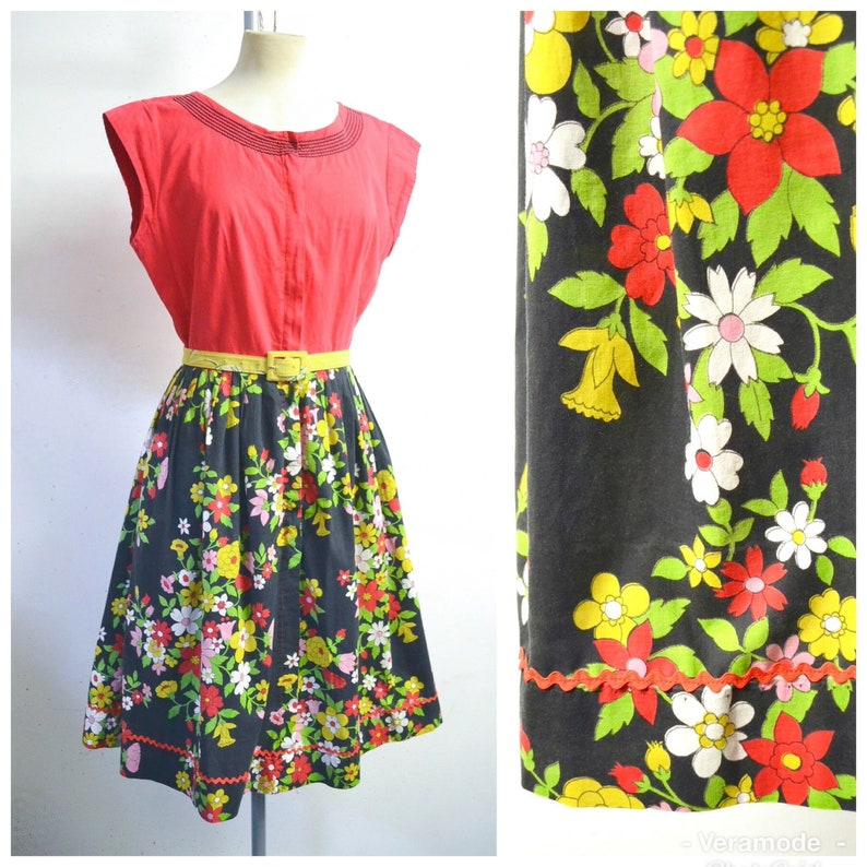6007980bbf1f 1950s 60s Swirl Red black yellow flower print cotton zip front
