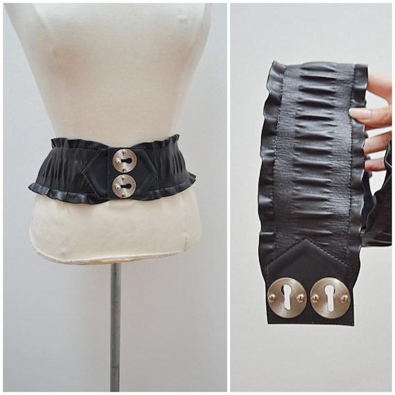 1980s Black vinyl novelty keyhole escutcheon elast
