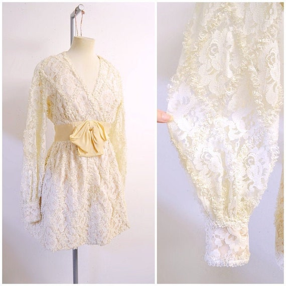 1960s Ivory cream rose lace & silk long sleeved pa