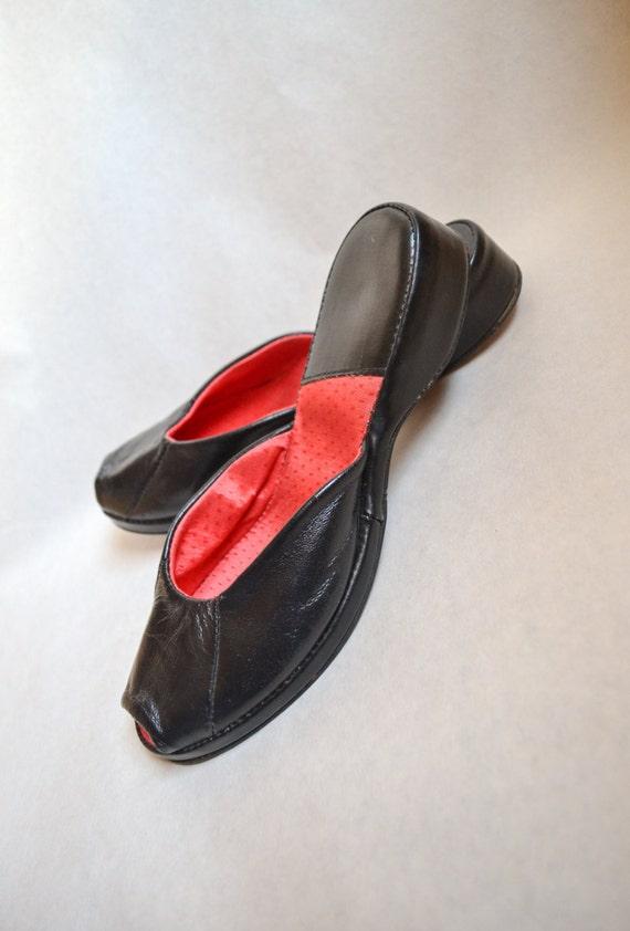 c17b9b116938b0 1940s Black red leather peep toe slipper mules   40s platform