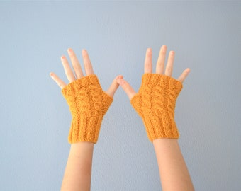 Knitted gloves for winter in wool