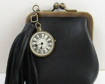 Porte-monnaie en cuir à fermoir boule rétro avec pompon en cuir et charm horloge