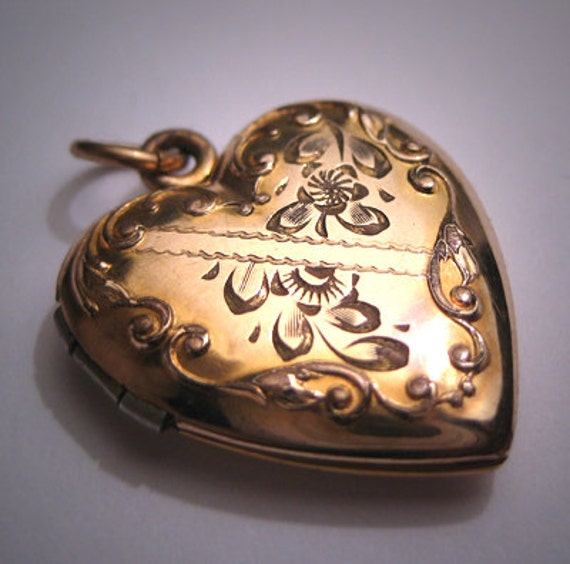 Antique Gold Locket Engraved Heart Vintage Victori