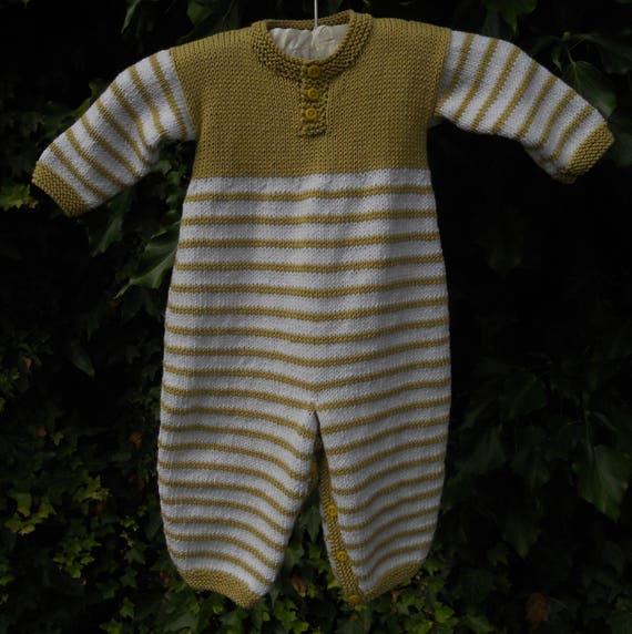 Combi-short/cache-couche/tout en un / Combi pour un bébé garçon ou fille. Tricotés à la main en fil de coton/acrylique de soja. Coffre 20, en âge de 6-12 mois