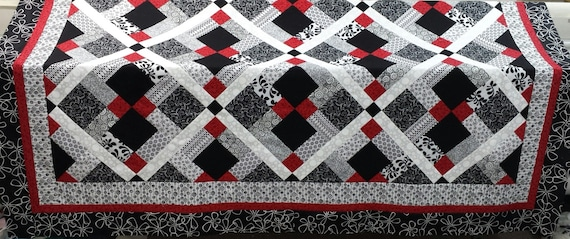 Queen Size Quilt Pattern Red Black And White Quilt Etsy