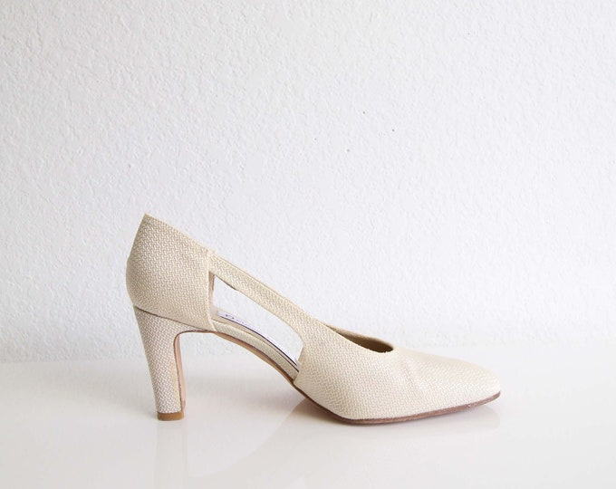 Vintage Womens Heels Cream 1990s Cutout Pumps Womens Shoes Size 7.5